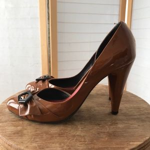 Marc Jacobs size 36.5 heels caramel patent leather